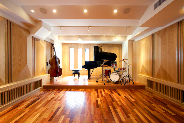 Salon piano studio noah for A b mackie salon